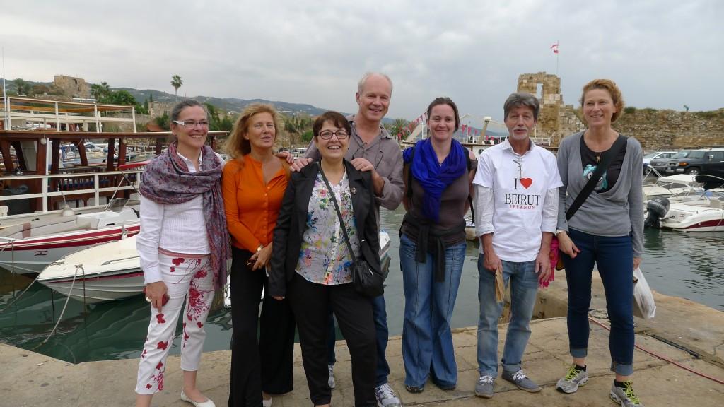 De d. à g. : Lénia, Gilles, Marion, Yves-Marie, Blandine, Dominique et Martine à Byblos. ©Nathalie